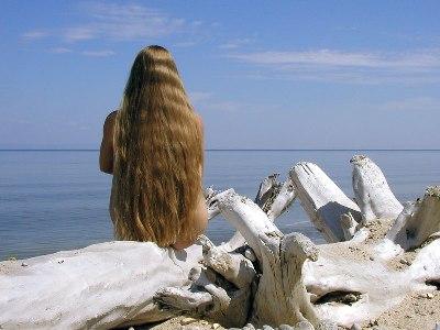 Кроме этого, сонники всего мира сходятся в том, что сон, в котором вы теряете волосы, предвещает